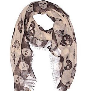 NWT skulls scarf